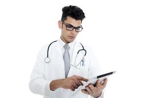 Arzt mit Stethoskop und Tablette foto