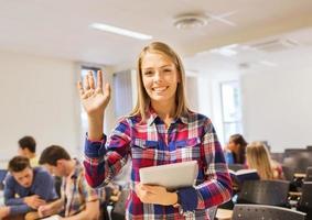 Gruppe lächelnder Studenten mit Tablet-PC foto
