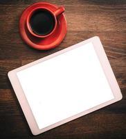 Tablette und Kaffee foto
