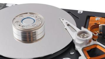 im geöffneten Festplattenlaufwerk (HDD) foto