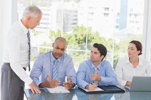 Geschäftsteam während des Meetings foto