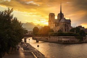die kathedrale von notre dame de paris, frankreich foto