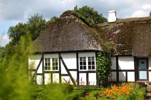 dänisches Bauernhaus mit Strohdach foto