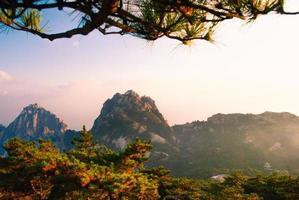 schöne Landschaft des Berges Huangshan in China foto