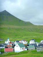 Blick auf das Dorf Funningur auf den Färöern, Dänemark