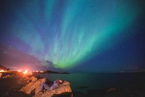 massiver lebhafter Aurora-Borealismus Nordlichter in Norwegen, Lofoten-Inseln
