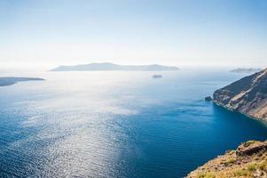 schöne Aussicht auf das Meer und die Inseln foto