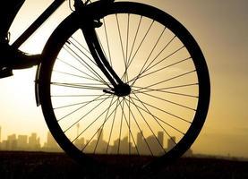 Silhouette des Fahrrads foto