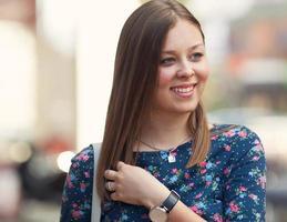 Porträt der jungen Frau foto