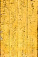 gelbe Zaunbeschaffenheit des alten hölzernen gemalten Brettes