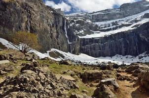 Wanderweg zum Kreis der Gavarnie in den Pyrenäen foto