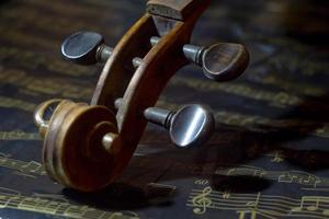 Geige und Notenblatt foto