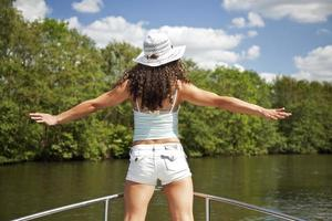 Frau genießt die Natur foto