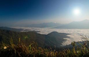 Sonnenaufgang am Berg foto