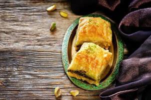 Baklava mit Pistazie. türkische traditionelle Freude foto