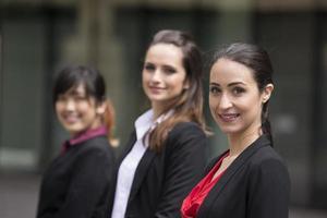 Porträt von drei Geschäftsfrauen.