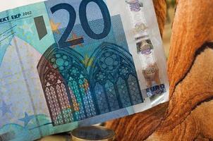 Geld zwanzig Euro Rechnung und Münzen