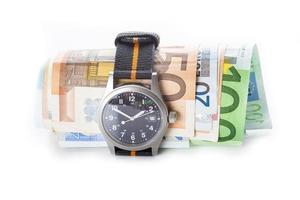 Zeit ist Geld, Uhr und Banknoten foto