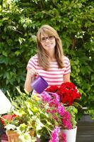 Porträt des kleinen Blumenladenbesitzers foto
