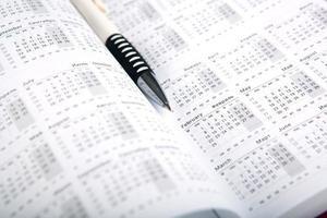 Kalendertage mit Zahlen und Stift foto