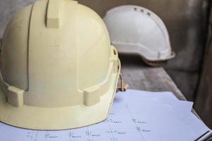 Kopfbedeckung bei der Arbeit. foto