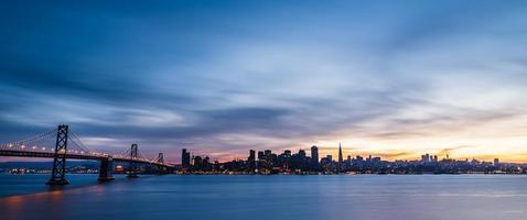 Skyline von San Francisco bei Sonnenuntergang