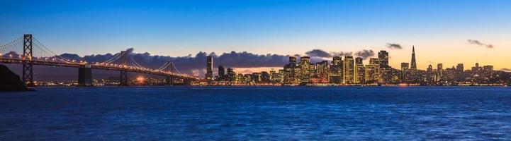 Bay Bridge und San Francisco foto