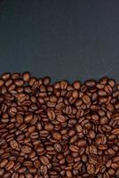 frisch geröstete Kaffeebohnen Hintergrund foto