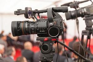 Filmen eines Ereignisses mit einer Videokamera foto