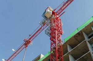 Turmkran auf der Baustelle foto