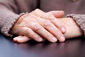 faltige Hände