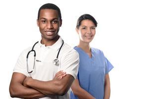 selbstbewusste Mediziner isoliert auf Weiß