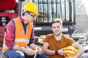 Arbeiter in Arbeitspause foto