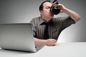 einen Topf trinken weiß arbeiten foto