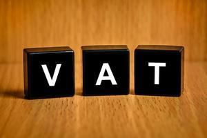 Mehrwertsteuer oder Mehrwertsteuerwort auf schwarzem Block foto