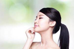 schönes Gesicht der Hautpflegefrau