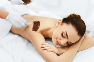 Körperpflege. Spa-Schönheitsbehandlung. kosmetische Maske. Hautpflege.