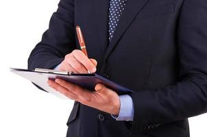 Geschäftsmann schreibt Notizen in die Zwischenablage. foto
