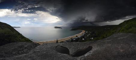 Superzellensturm über gebrochener Buchtperlenstrand nsw Australien