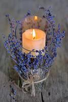 Kerze und Lavendel foto