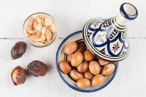 Arganfrucht in einer marokkanischen Tajine foto