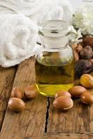 Arganöl mit Früchten foto
