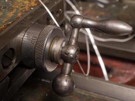 behandelt alte Drehmaschine foto