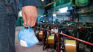 Arbeiter mit Atemschutz foto