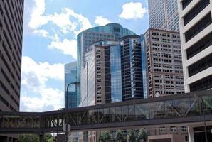 Stadtbild und Skyway von Minneapolis