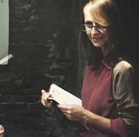 Geschäftsfrau Sekretär Notebook hält lässiges Konzept foto
