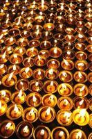 Kerzen im Tempel in Kathmandu, Nepal