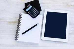 Tablet-Computer, Tagebuch, Taschenrechner, Brieftasche, Stift foto