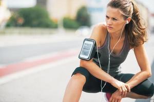 Porträt der Fitness junge Frau im Freien in der Stadt foto