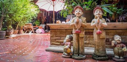 Thai Gruß Ton Figur Bakground foto
